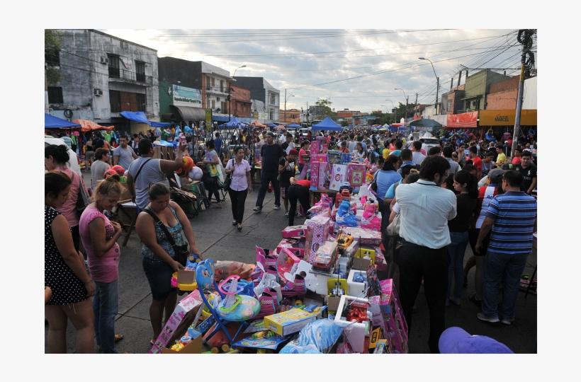 El Mercado Nº 4 Se Encuentra Cargado De Regalos Para - Crowd, transparent png #7937974