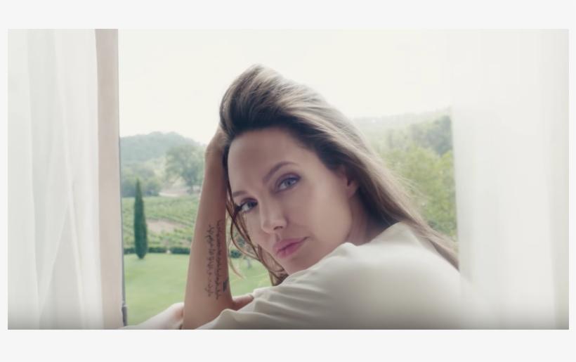 Angelina Jolie, Sensuelle Et Romantique Pour Mon Guerlain - Angelina Jolie Pub Guerlain, transparent png #8208428